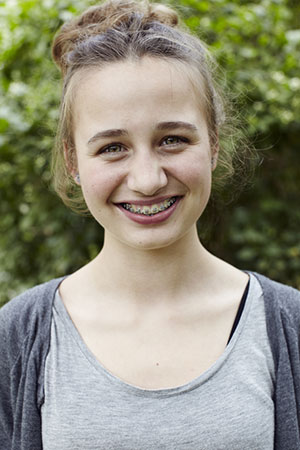 girl-braces